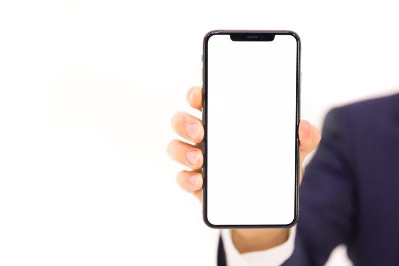 iPhone XS Max の画面と本機を持つ手