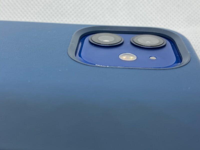 MagSafe対応iPhone 12 | iPhone 12 Proレザーケース - バルティックブルーサイドから撮影