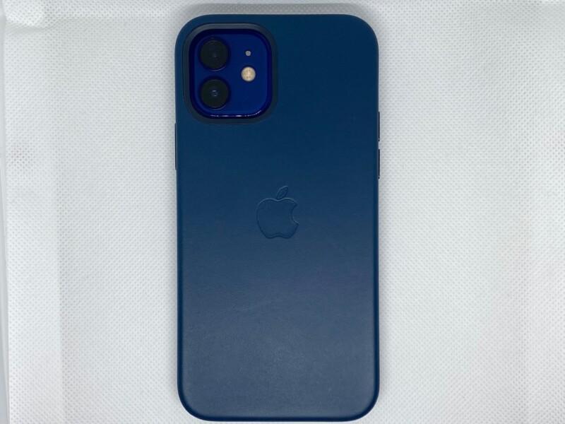 MagSafe対応iPhone 12 | iPhone 12 Proレザーケース - バルティックブルーiPhoneに装着背面