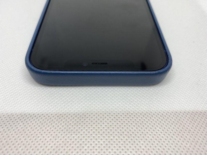 MagSafe対応iPhone 12 | iPhone 12 Proレザーケース - バルティックブルーiPhoneに装着上部1