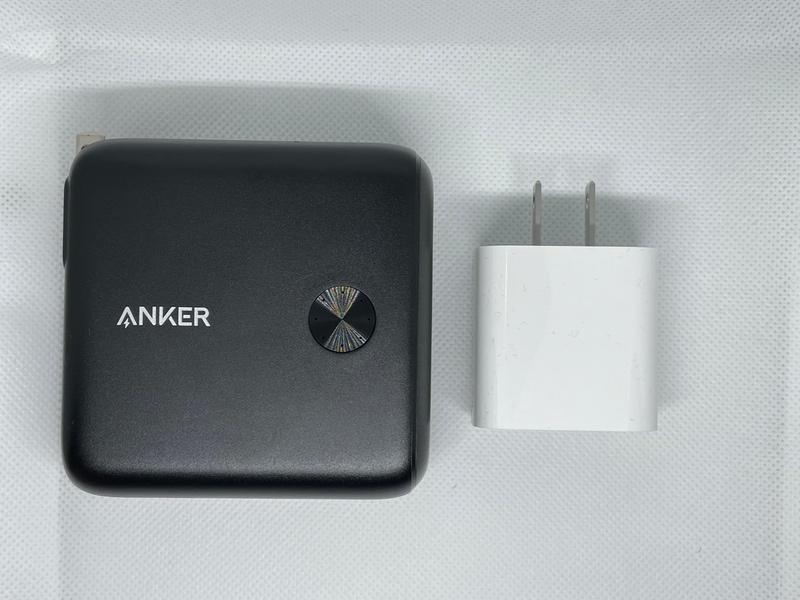 Anker PowerCore Fusion 10000の大きさ比較