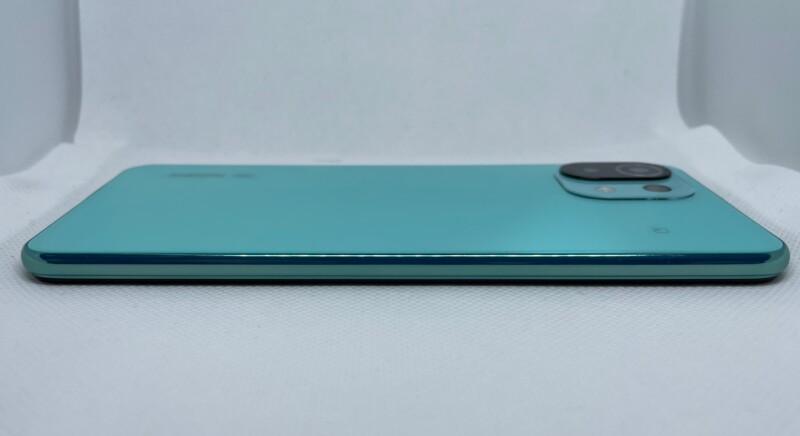 Mi 11 Lite 5Gは薄くて軽い1