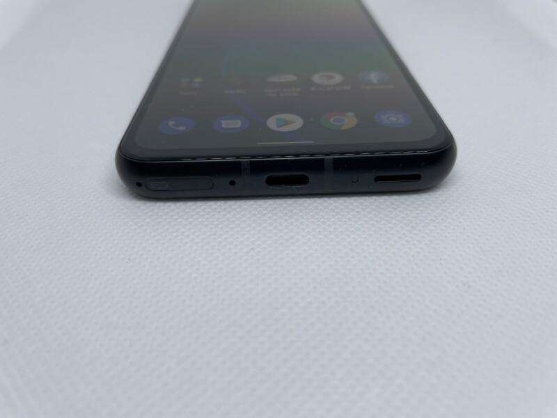 「Zenfone 8」底面