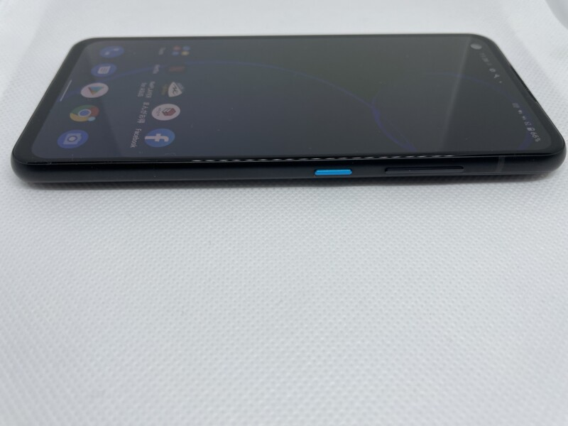 「Zenfone 8」右側面